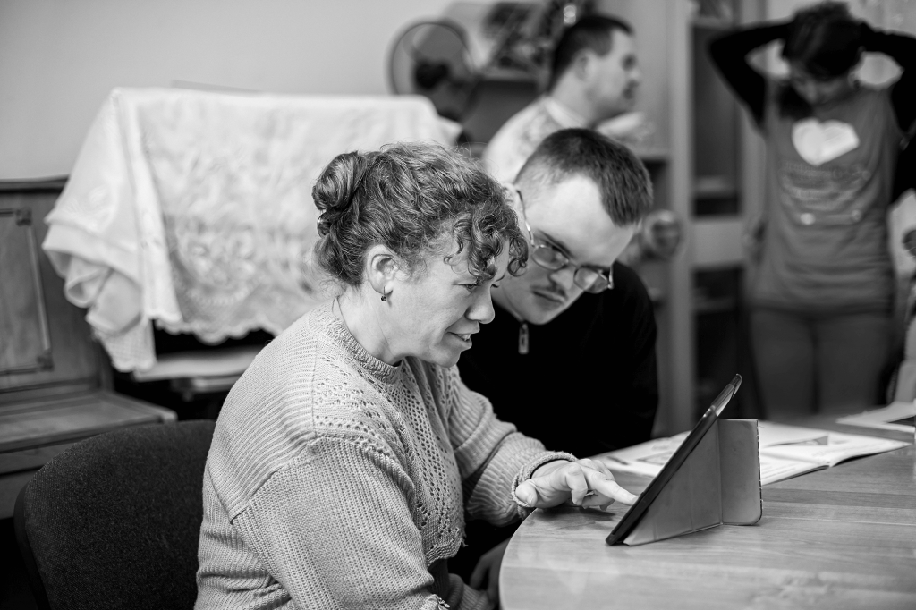 independent living trainer teaching